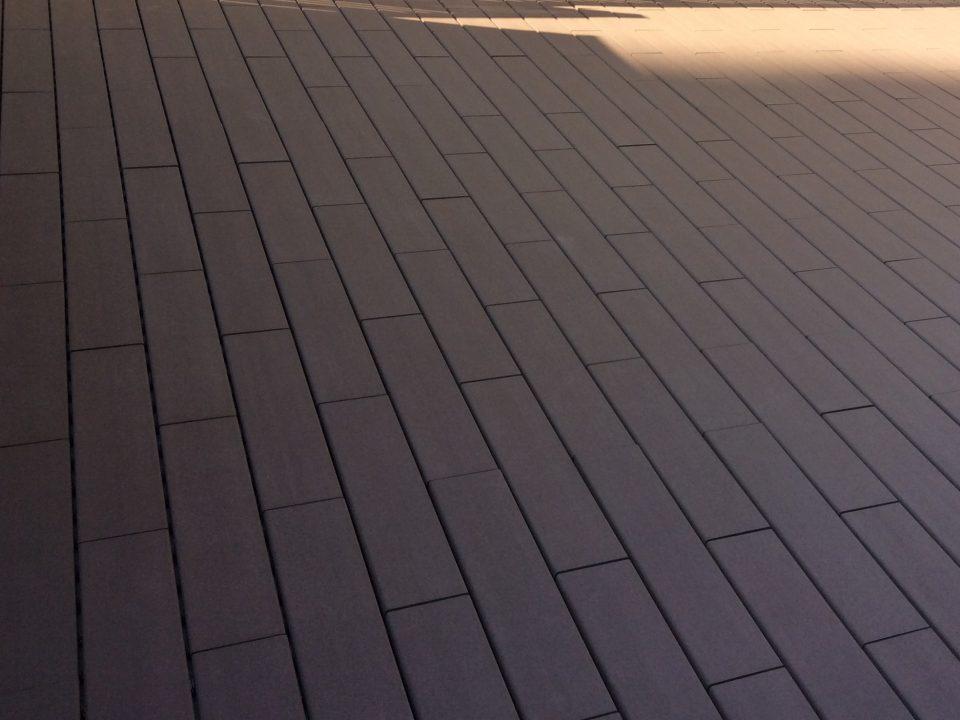 大阪府枚方市でバルコニータイル施工 [after]