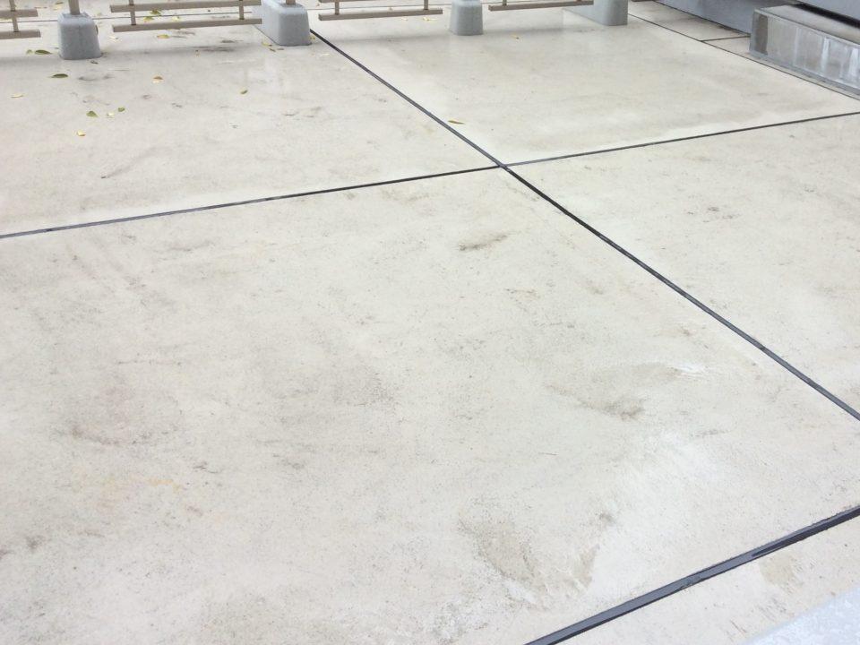 大阪府枚方市でバルコニータイル施工 [before]
