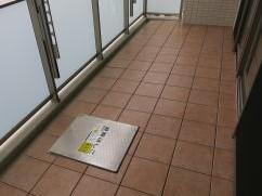 大阪市中央区本町でバルコニータイル施工