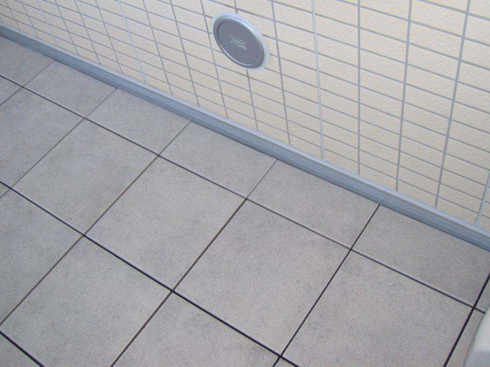 愛知県名古屋市東区のリブリ・GRAND葵マンションでバルコニータイル施工
